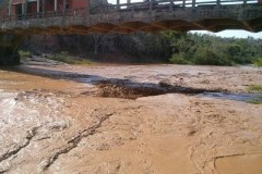 Rejeitos de mineradora devasta o Rio Doce em Minas Gerais