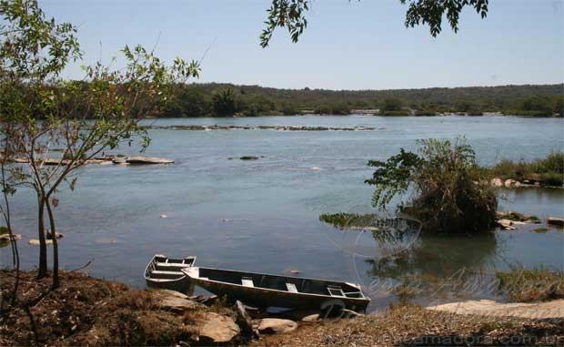 Rio Sao Francisco abaixo do nivel no municipio de Pirapora-MG