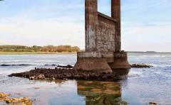Seca no Rio Grande na divisa de Minas com Sao Paulo mostra estruturas antes encobertas