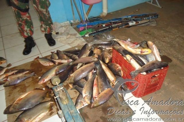 Seis turistas sao presos com 107 kg de pescado no MS