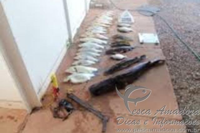 Tres homens sao presos por pescar com arpao caseiro em Buritis-MG