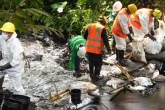 Vazamento de oleoduto no Peru polui dois rios da Amazonia