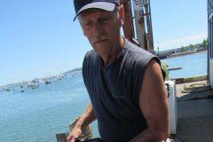 Wayne Nickerson encontra rarissima lagosta azul nos Estados unidos