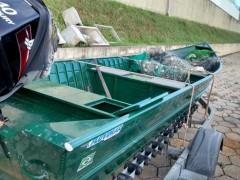 barco e material de pesca apreendidos em Rosana-SP