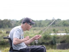 Estevão Dalonso preparando o arremesso durante a pescaria