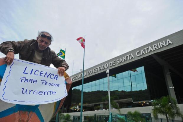 pescador artesanal em protesto em Santa Catarina