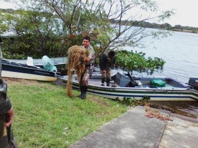 pma do MS apreende redes de pesca na fronteira com o Paraguai